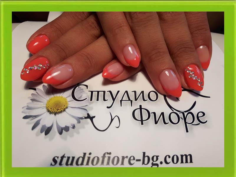 маникюр-с-гел-лак-Варна-в-корал-с-камъни-nail art-Варна